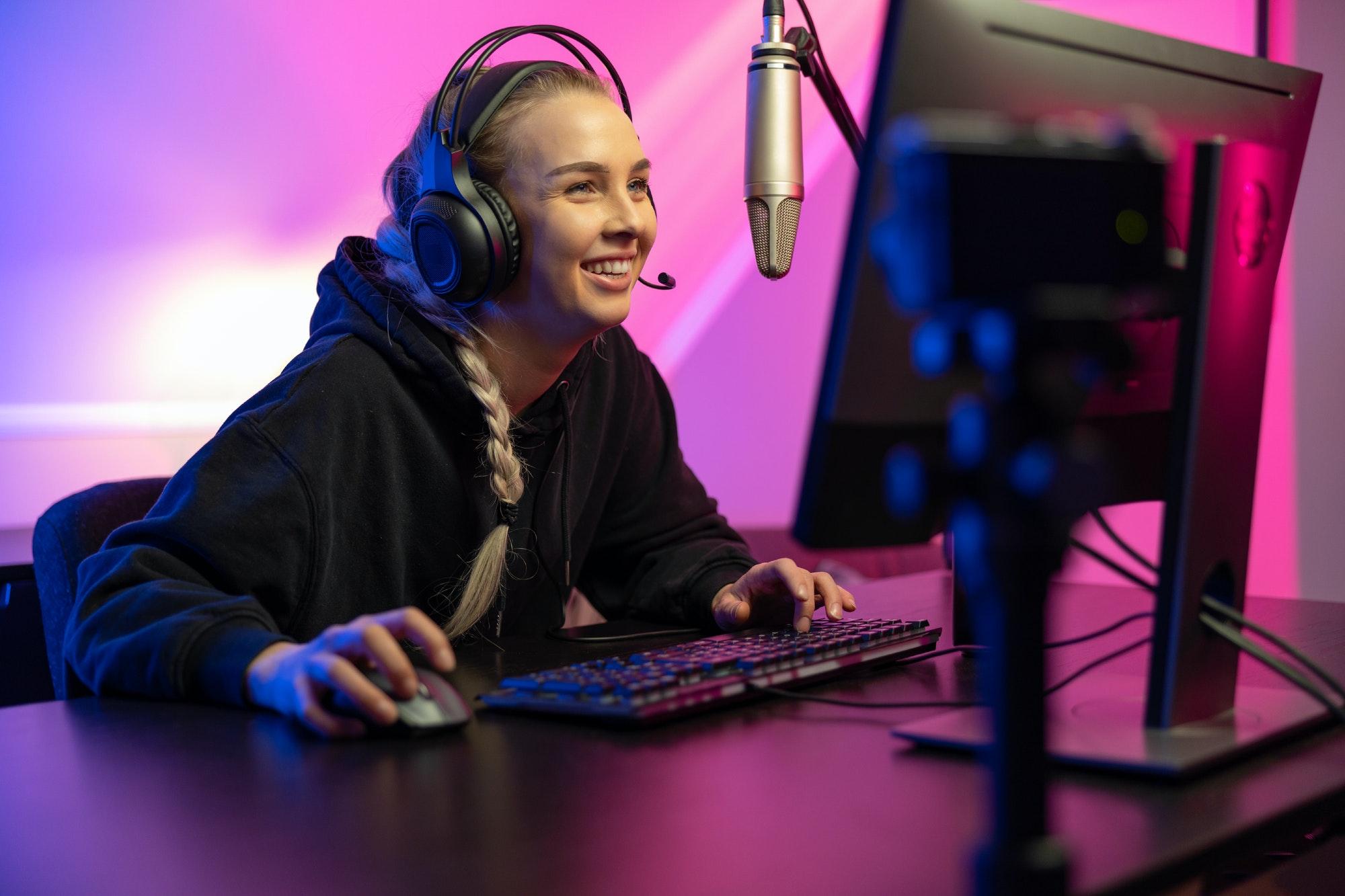 Professional smiling esport gamer girl live streaming eyeware beam